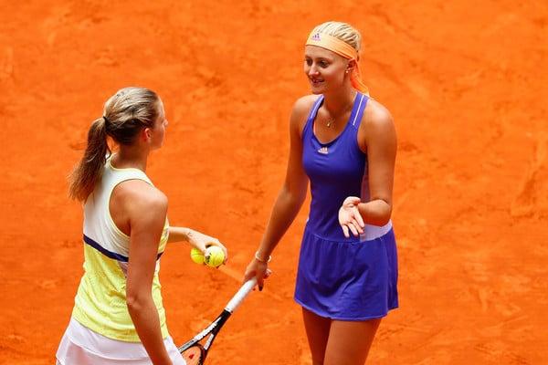 Obrazek przedstawia Pliskova i Mladenovic